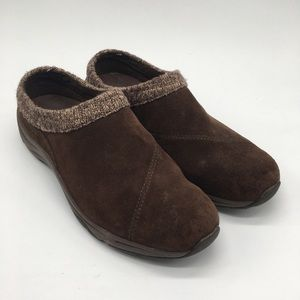 Vionic Brown suede clogs with knit collar